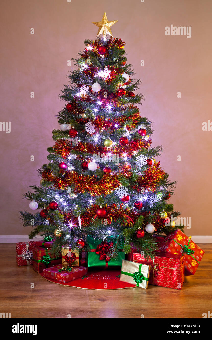 Christmas great tree with presents and lights recommend dress for autumn in 2019