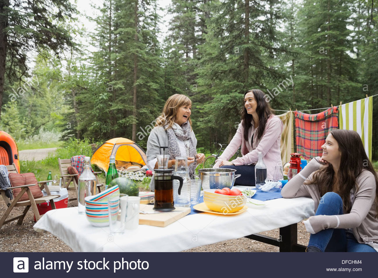 Women gathered at campsite - Stock Image
