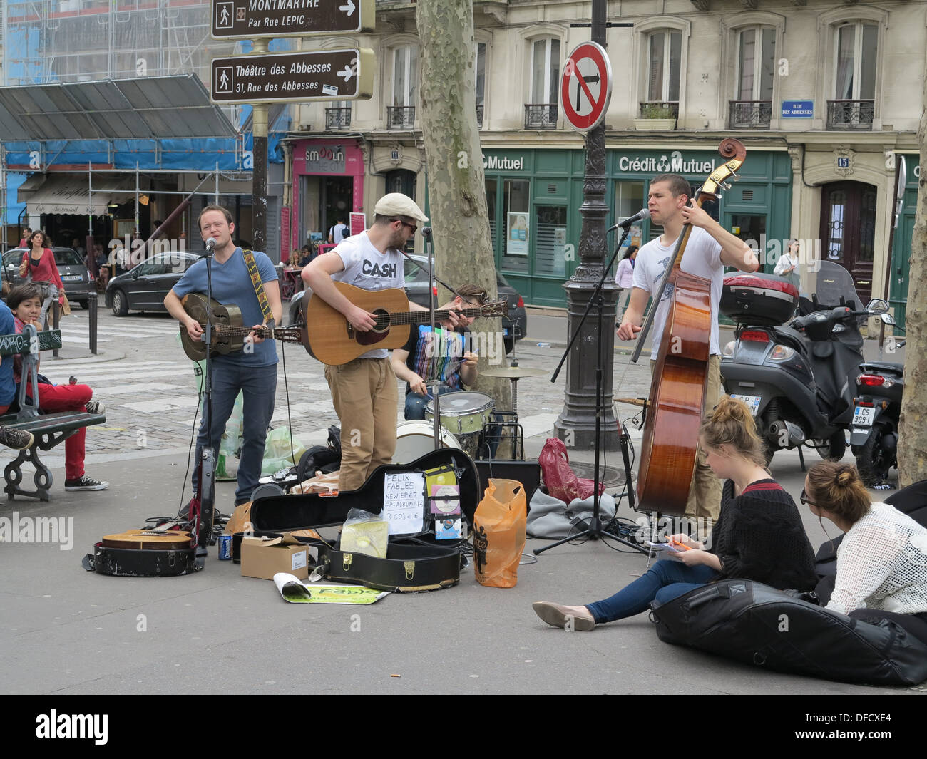 Felix Fables British Folk Band performing in Paris France - Stock Image