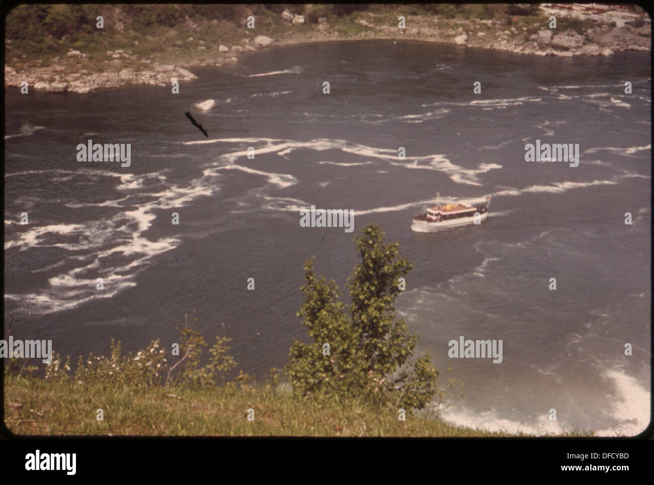 DIESEL-POWERED MAID-OF-THE-MIST SIGHTSEEING BOAT PLIES THE NIAGARA RIVER JUST BELOW THE FALLS. FOAM PATTERN... 549532 - Stock Image