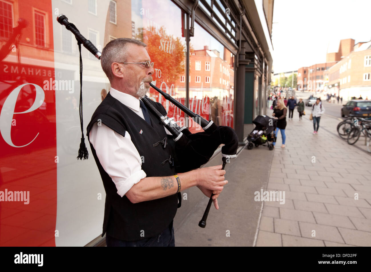 Street entertainer or busker, playing the bagpipes, Norwich, Norfolk UK - Stock Image