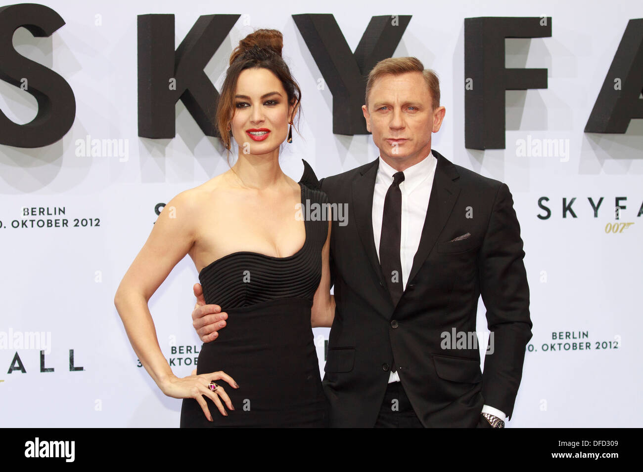 Actor Daniel Craig and actress Berenice Marlohe during ' Skyfall ' movie premiere in Berlin on 30th October 2012 - Stock Image