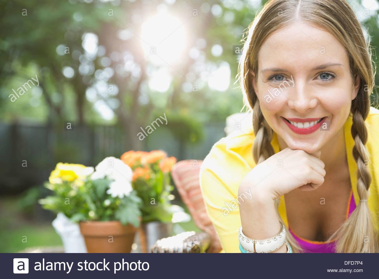 Portrait of beautiful woman in yard - Stock Image