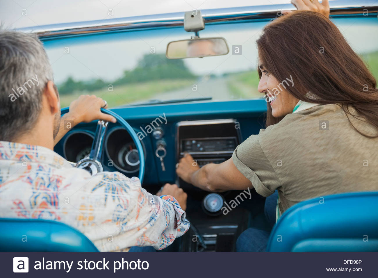 Rear view of couple in convertible - Stock Image