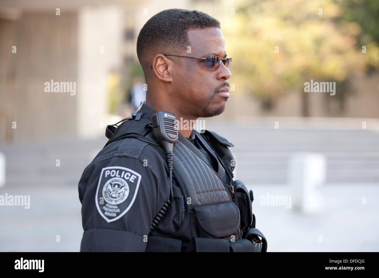 US Homeland Security (Federal Protective Service) policeman - Washington, DC USA - Stock Image