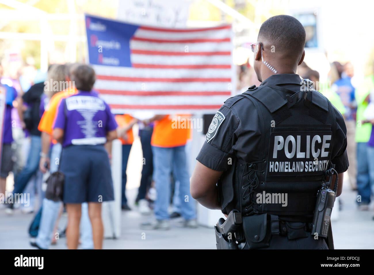 US Homeland Security (Federal Protective Service) policeman monitoring a demonstration - Washington, DC USA Stock Photo