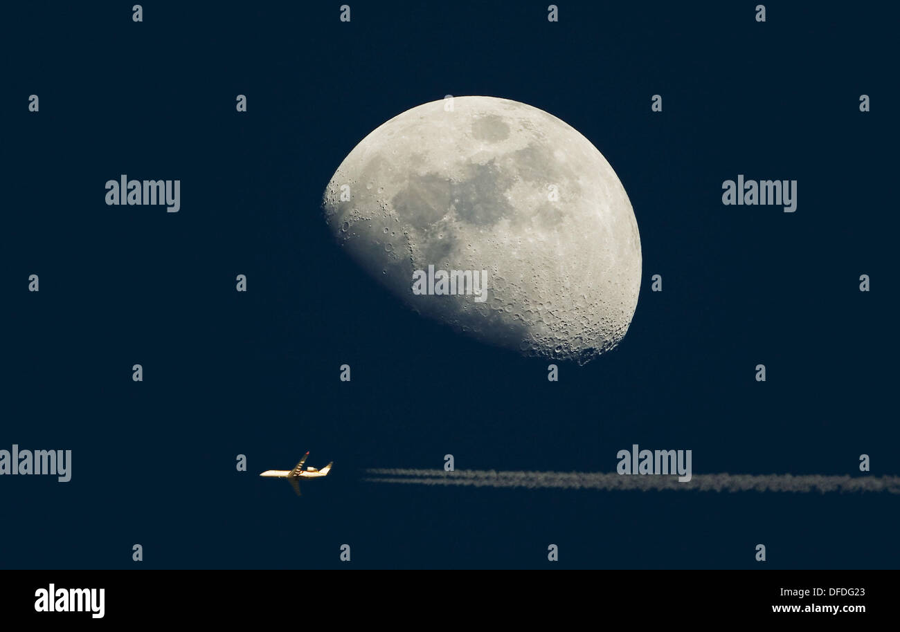 Luna en cuarto creciente Stock Photo: 61148923 - Alamy