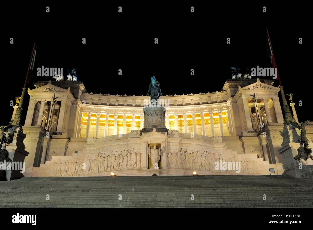 Monumento Vittorio Emanuele Night Stock Photos & Monumento Vittorio ...