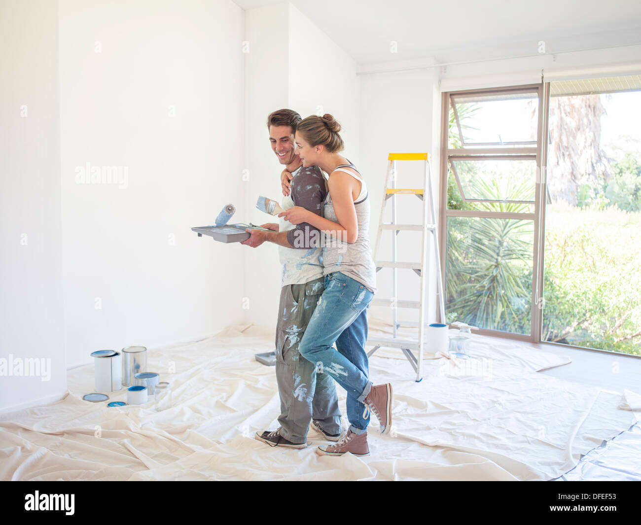 Couple painting walls - Stock Image