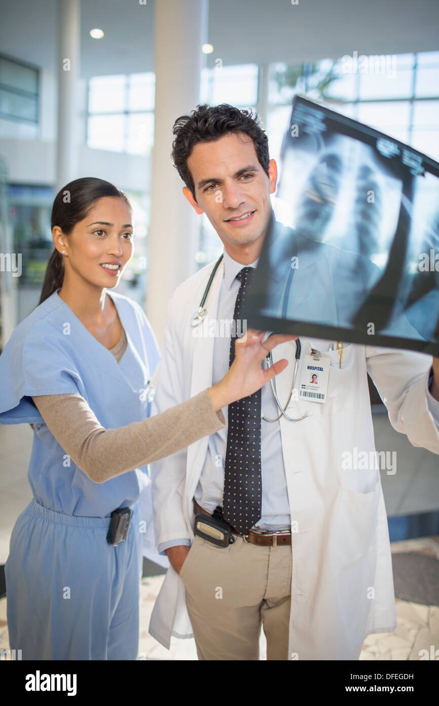 Doctor and nurse viewing head x-rays - Stock Image
