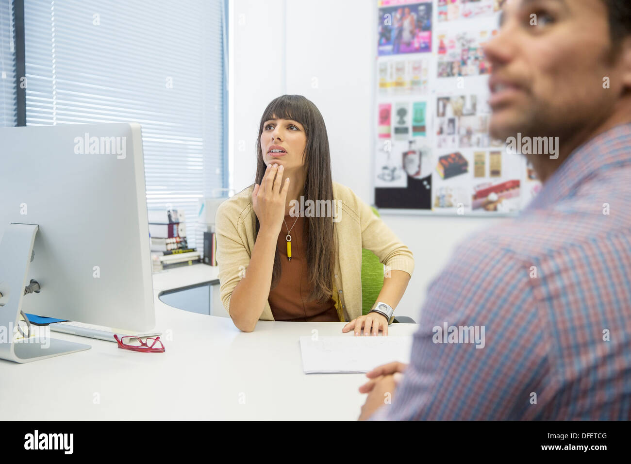 Business people at desk in office - Stock Image