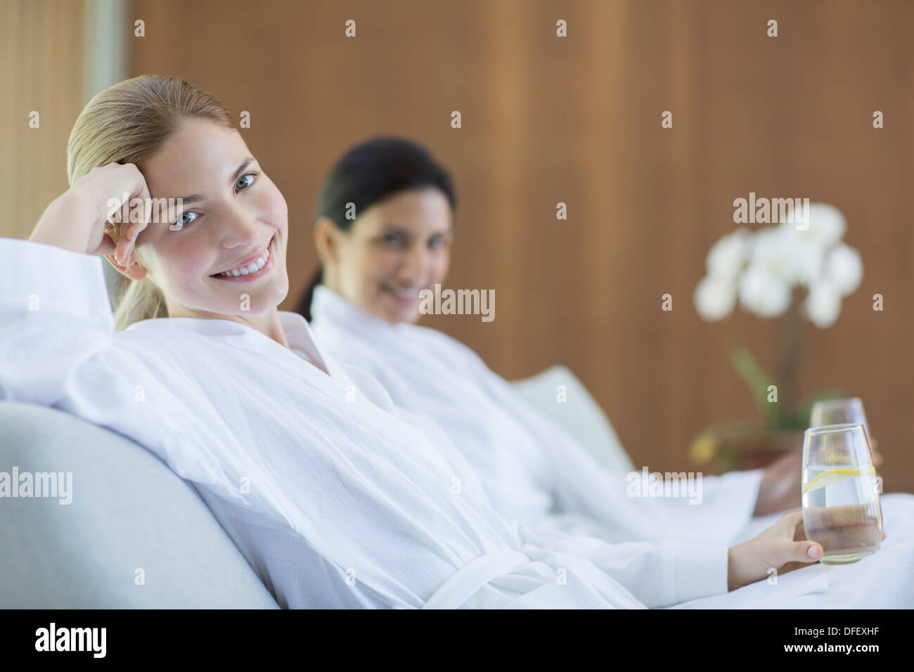 Women relaxing together in spa - Stock Image