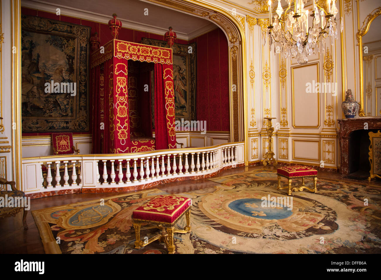 Castle Dining Room The Bedroom Of Louis Xiv In Chateau De Chambord In The