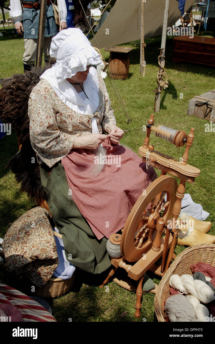 Colonial Spinning Wheel Stock Photos Amp Colonial Spinning