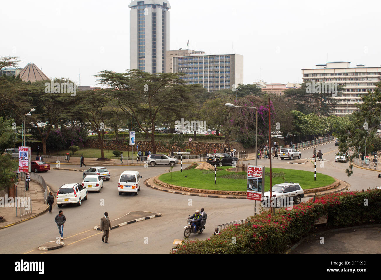 Traffic Circle at Parliament Rd. and City-Hall Way in Nairobi, Kenya - Stock Image