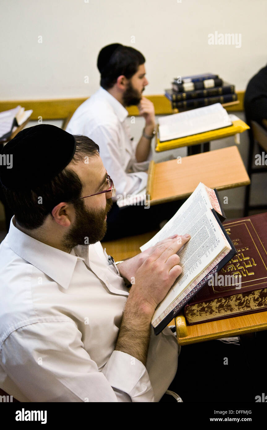 Studying the holy scripts in a Yeshiva in Mea Shearim neighborhood in Jerusalem. - Stock Image