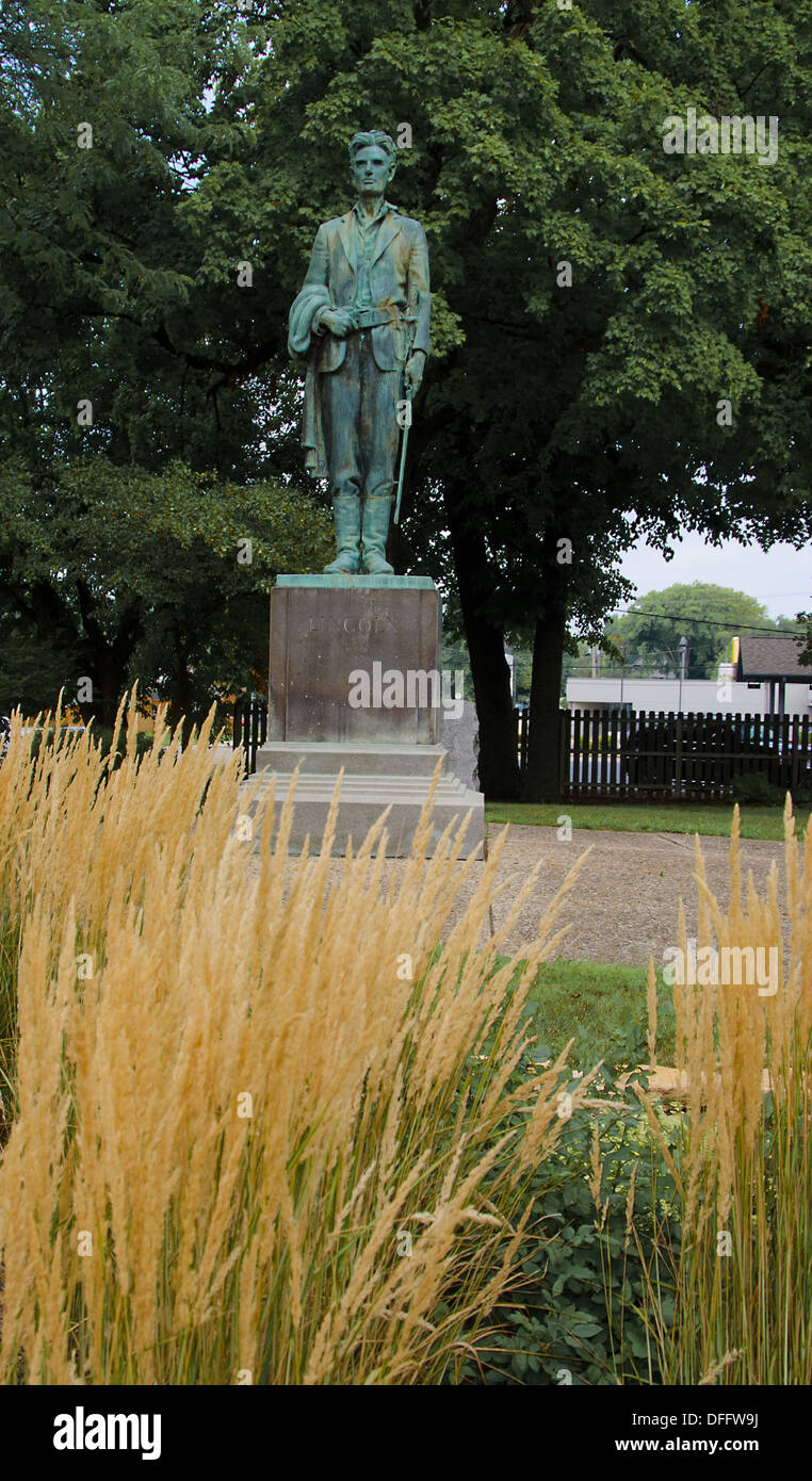 Statue of Abraham Lincoln in uniform in Dixon, Illinois - Stock Image