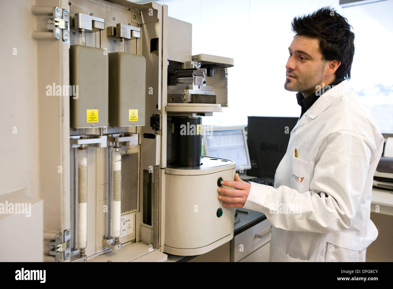 Automated analyzer of Nitrogen, Hydrogen and Oxygen. Chemical characterization laboratory. Fundacion Inasmet-Tecnalia. - Stock Image