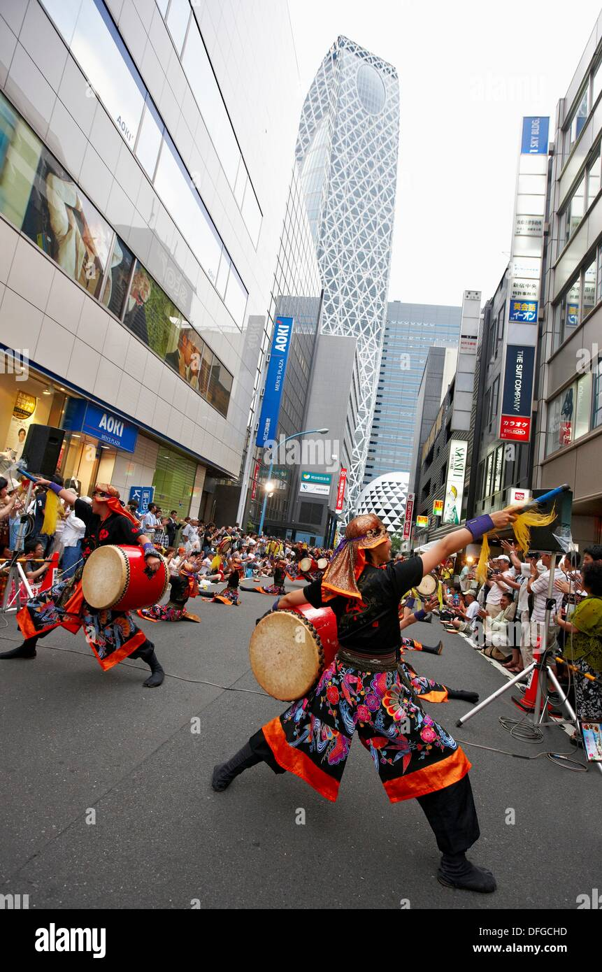 Folk festival on the street, Shinjuku district, Tokyo, Japan - Stock Image