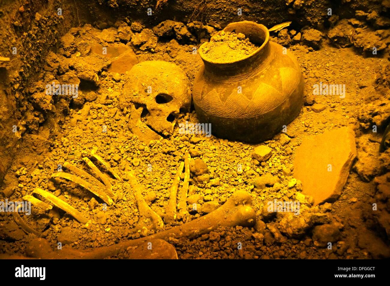 Burial at Toutswemogala 650-1300 AD of a 30 year old woman, Gaborone National Museum, Botswana - Stock Image