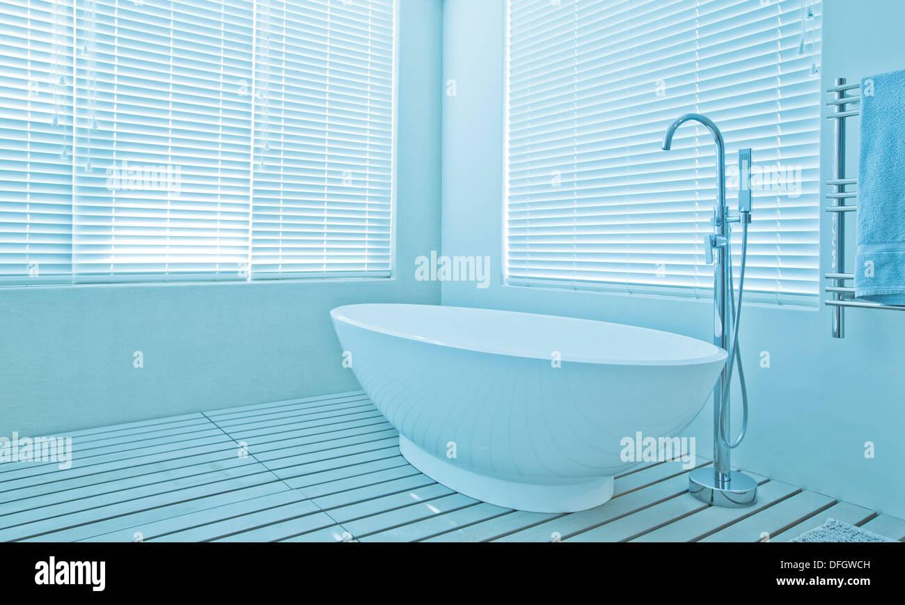 Beautiful Oval Bath Festooning - Bathtub Design Ideas - klotsnet.com