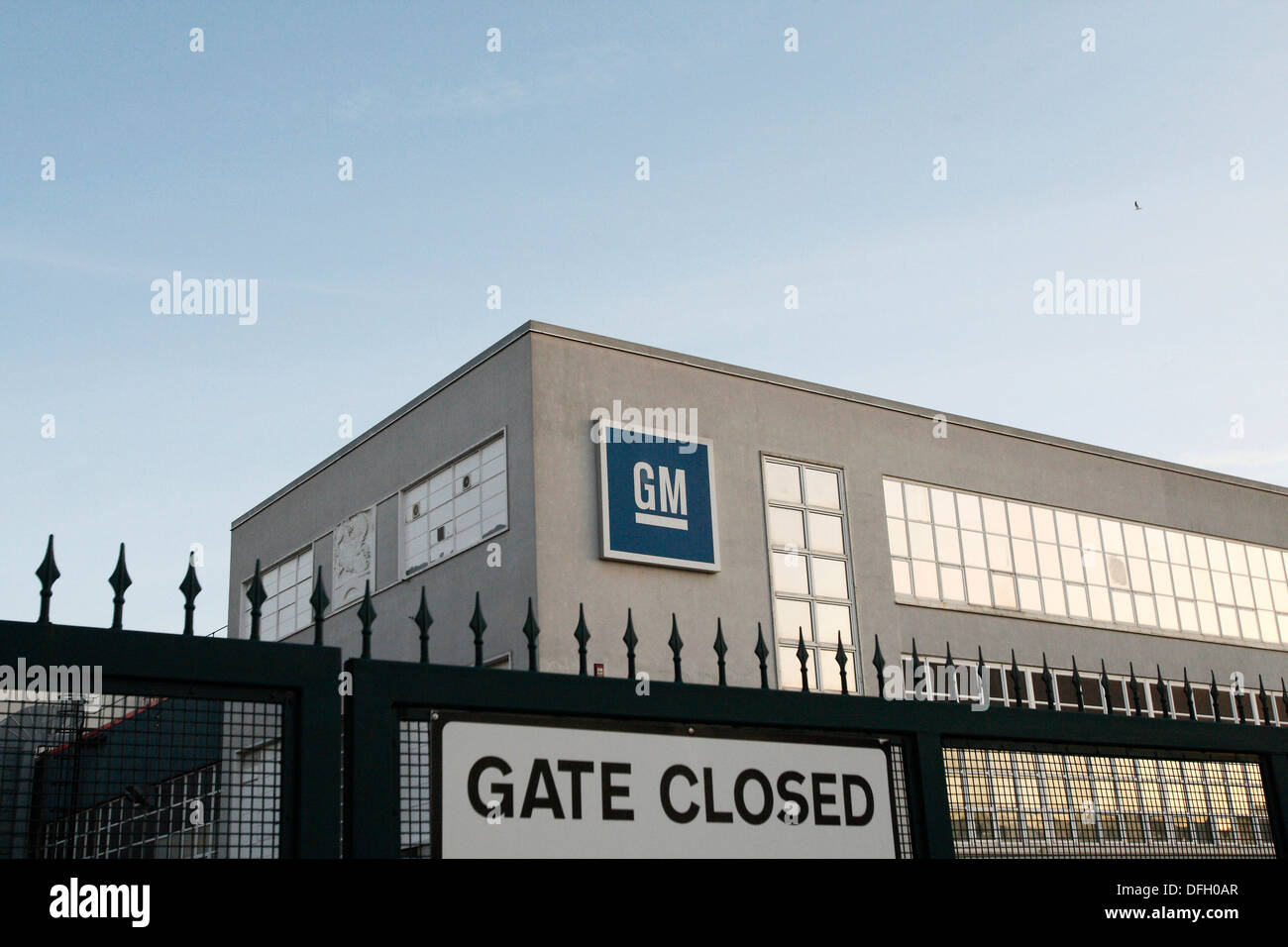 General Motors Manufacturing Plant in Luton. 01.12.2009. - Stock Image
