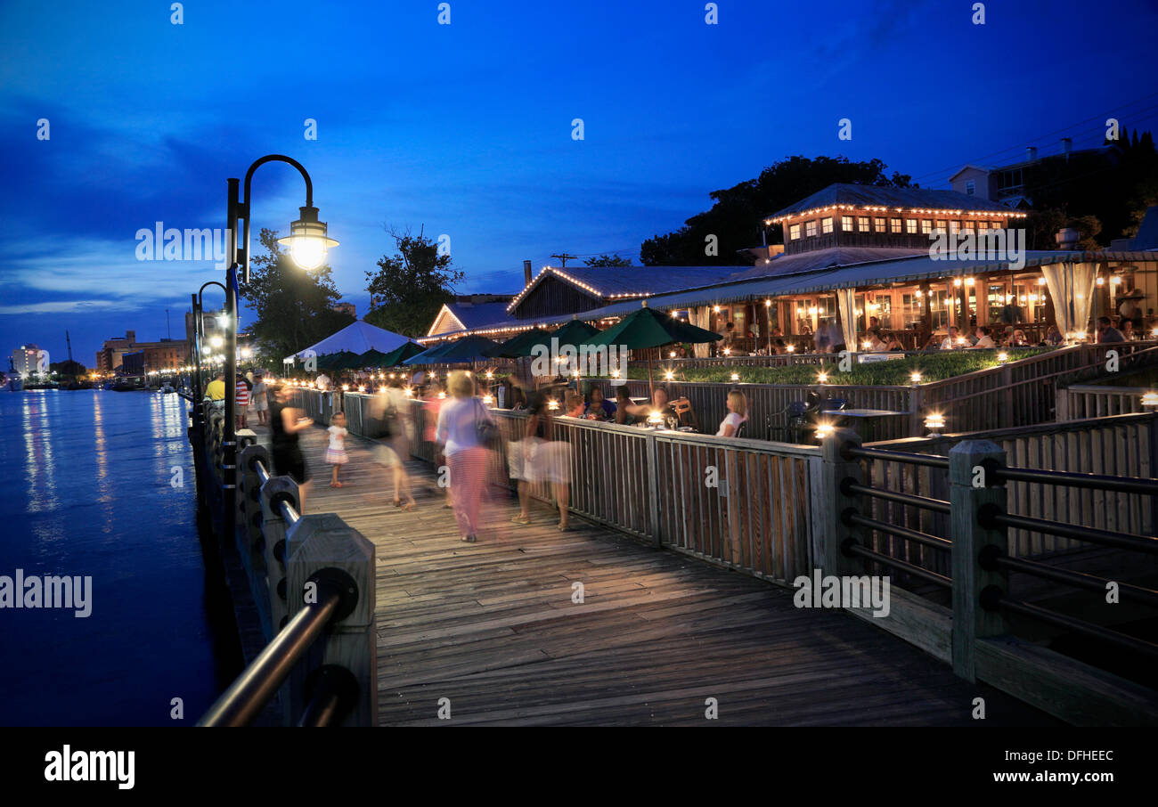 Wilmington North Carolina Nc Nightlife People On The River Walk