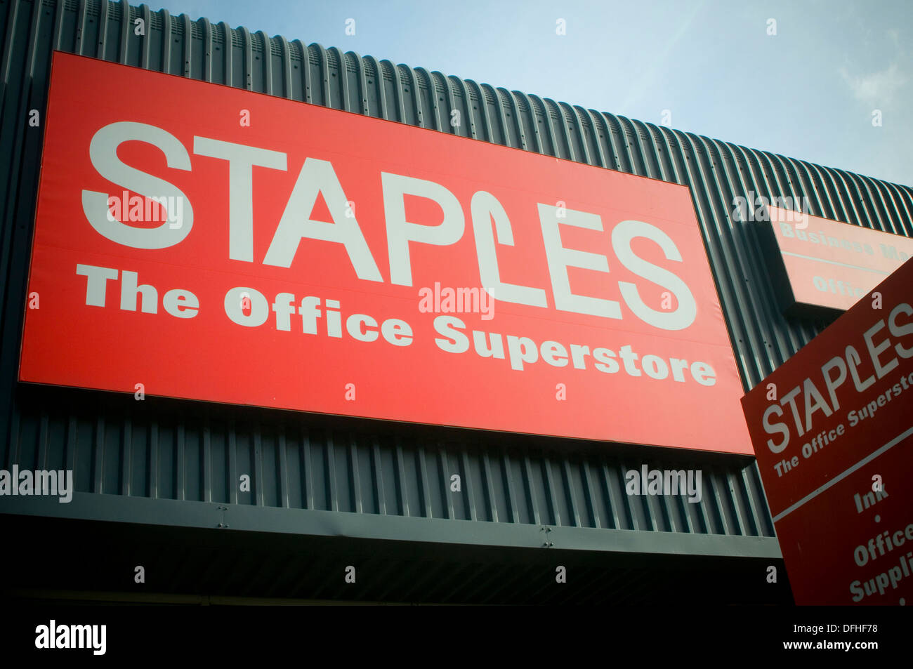 staples office suppliers superstore superstore out of town shop retailer stationary - Stock Image