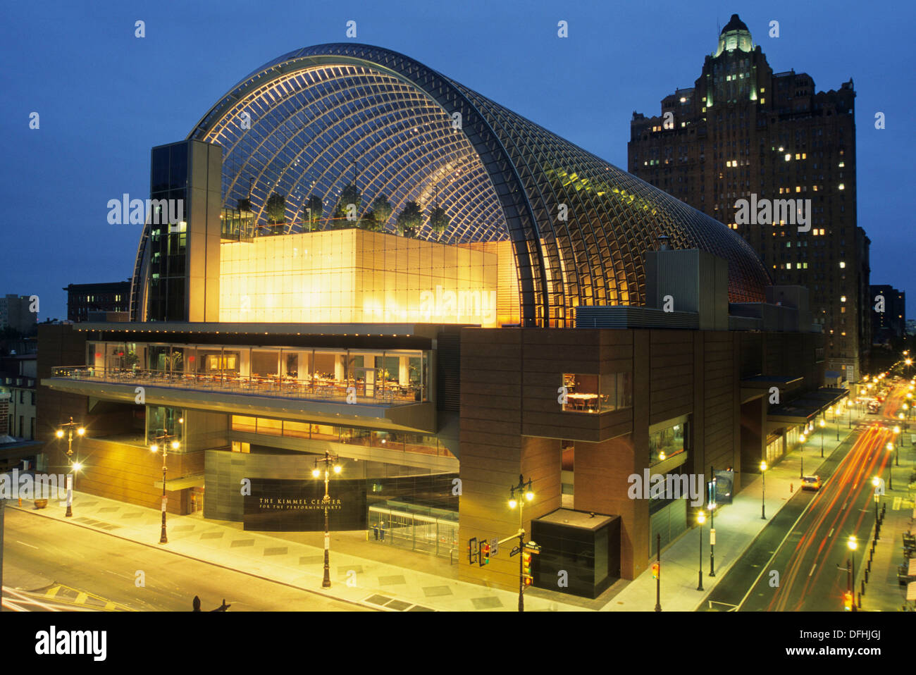 The Kimmel Center for the Performing Arts is a large performing arts venue located on Broad Street, architect:Rafael Vinoly, - Stock Image