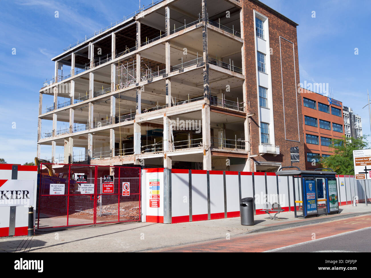 A building being demolished in Wolverhampton city centre - Stock Image