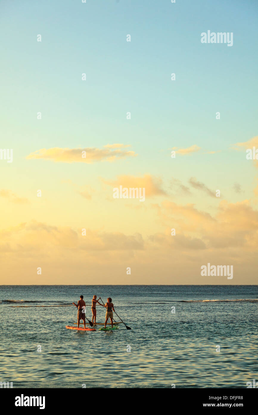 USA, Hawaii, Kauai, Kee Beach and stand-up paddle boarding - Stock Image