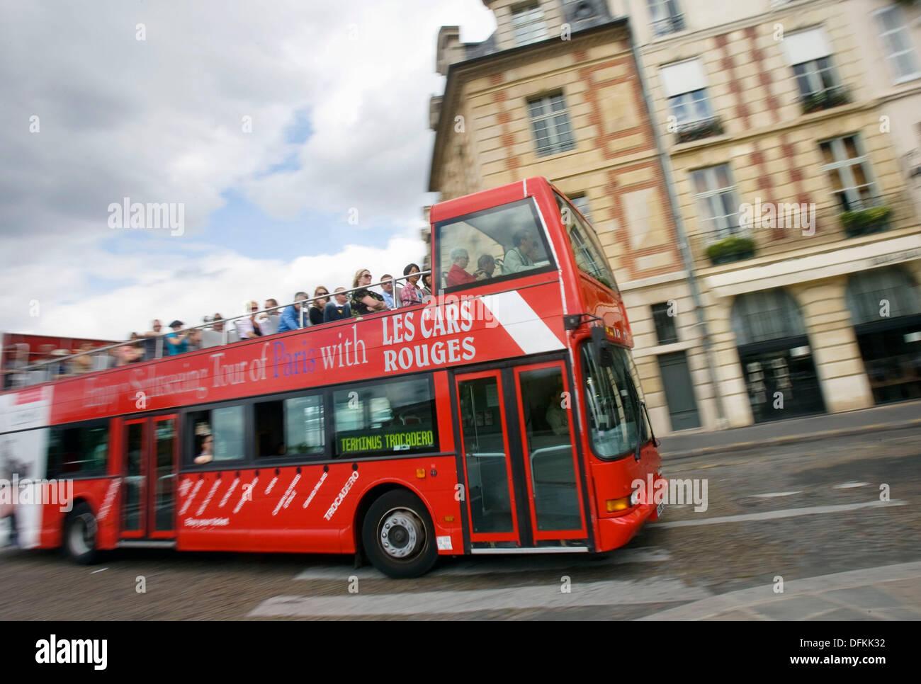 tour bus paris stock photos tour bus paris stock images. Black Bedroom Furniture Sets. Home Design Ideas