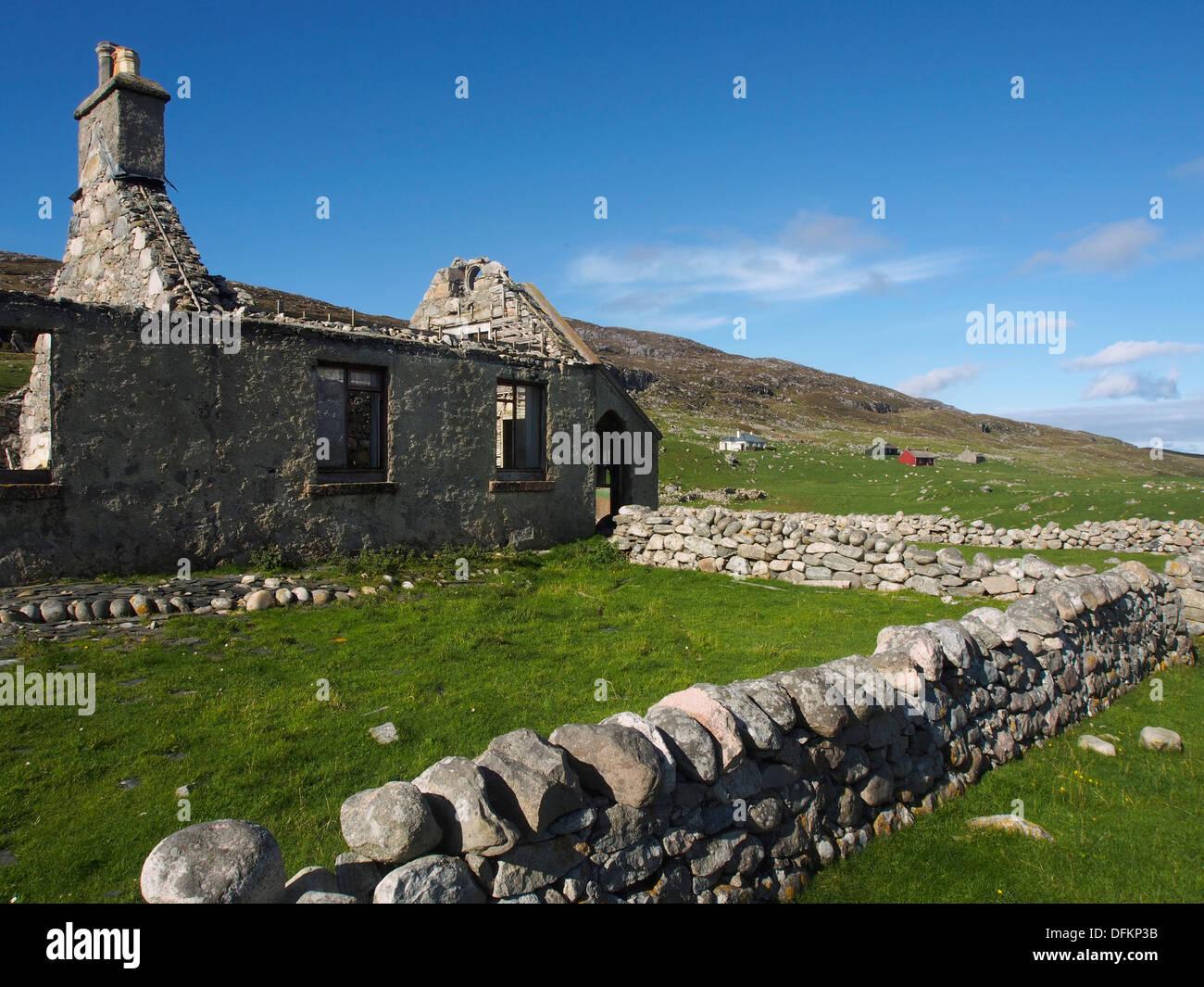 Ruined house on Scarp, Scotland - Stock Image