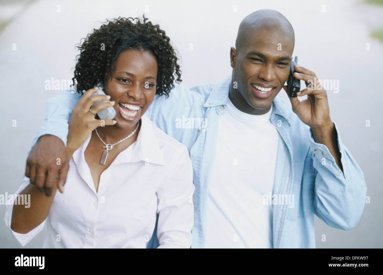 couple both on cellulars - Stock Image