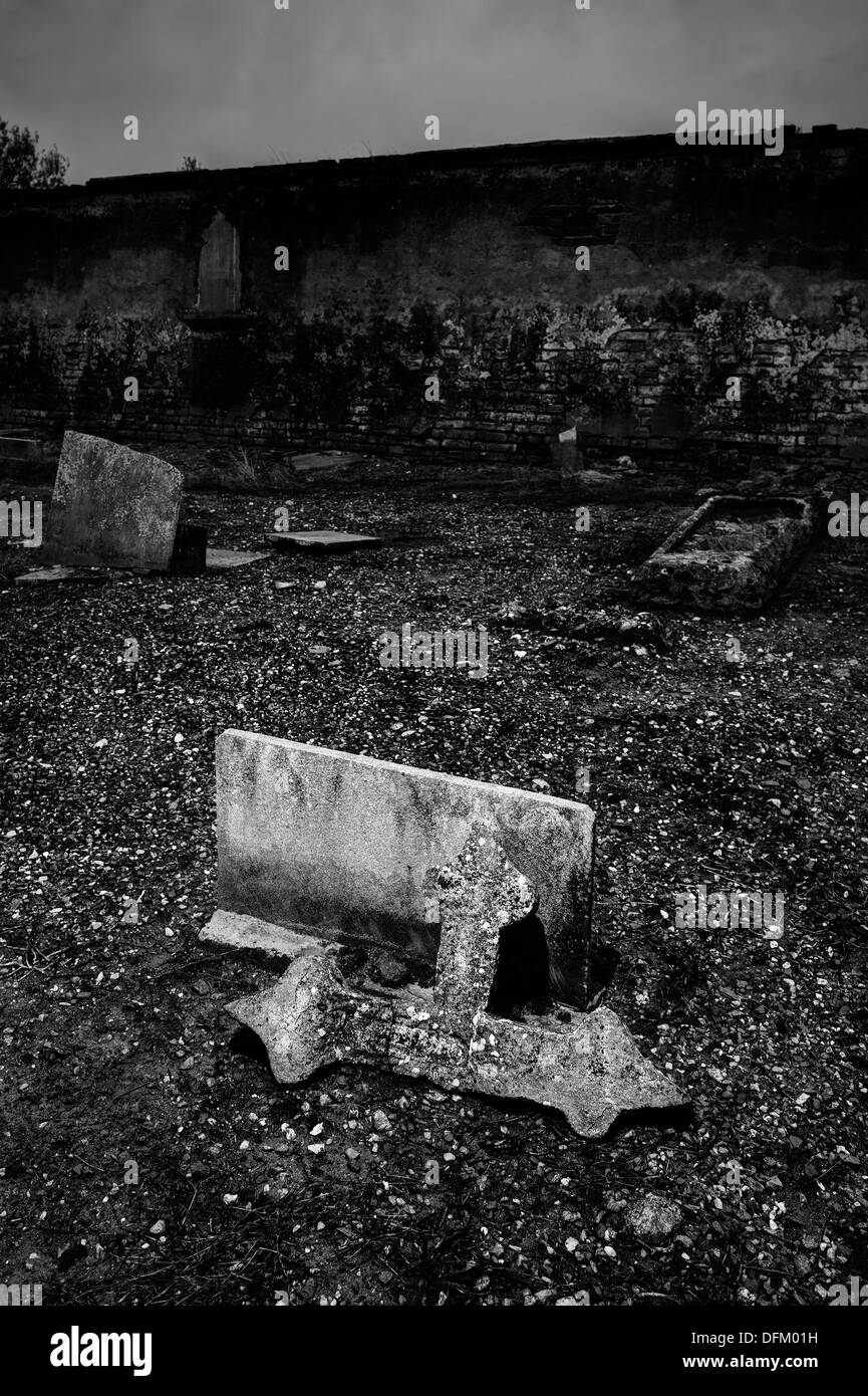 Italy. Abandoned cemetery. Broken tombs - Stock Image
