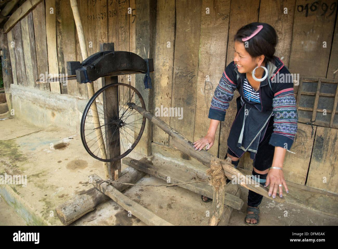Minority group Black Hmong`s spinning wheel , Sa Pa, Vietnam Stock Photo