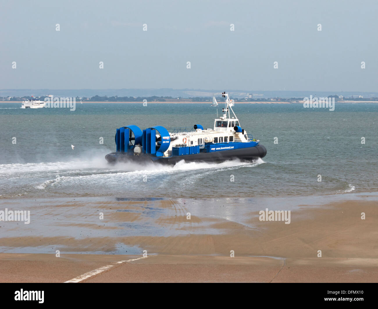 Isle of Wight Ryde to Portsmouth foot passenger hovercraft - Stock Image