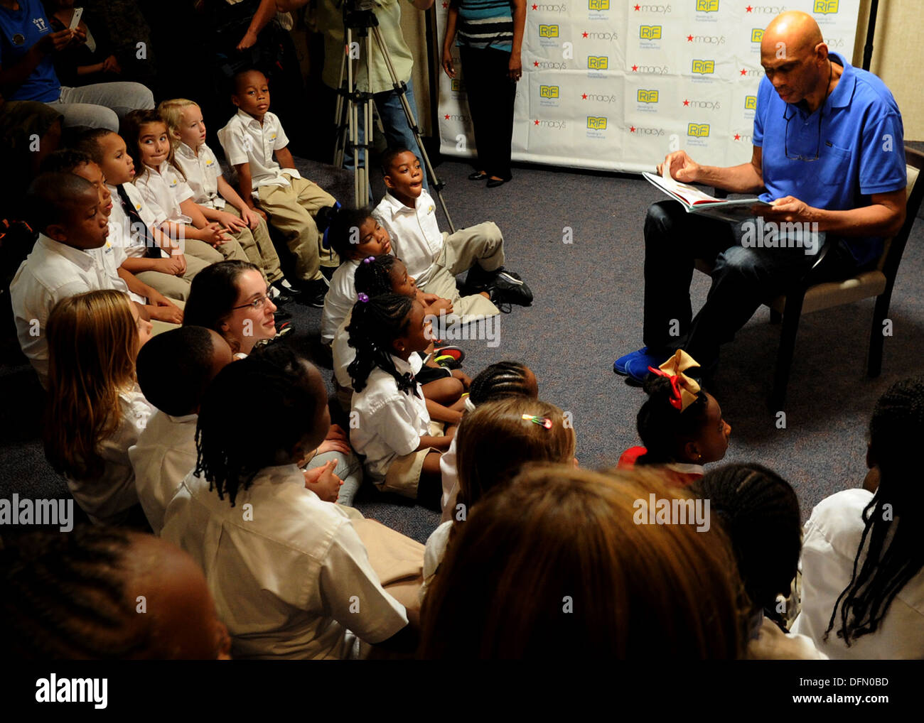 Kareem Abdul-Jabbar reads to a group of children during a Reading is Fundamental event at the Youth Center on Joint Base Andrews, Md., Oct. 1, 2013. Jabbar attended the event hosted by Joint Base Andrews and the RIF organization to help encourage and moti - Stock Image
