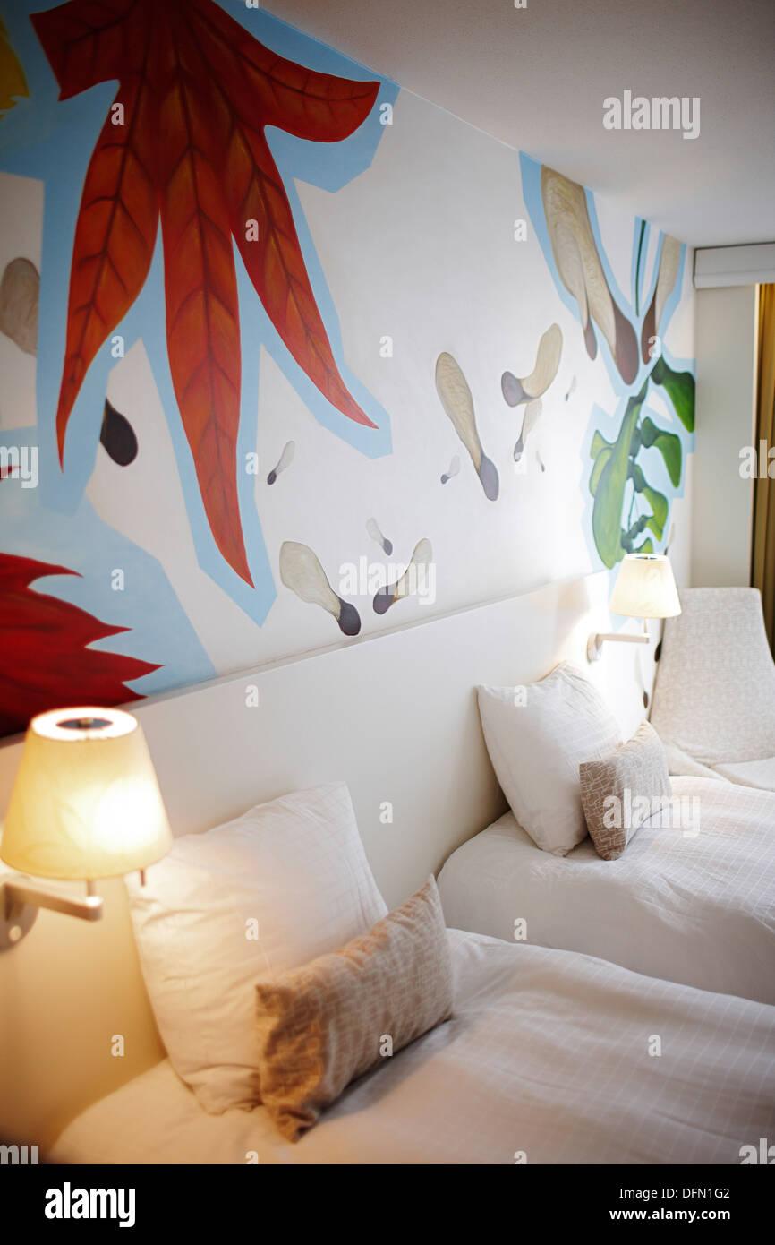 L room TWIN, Fresco by artist Debbie Thamara De Leau, Hotel BLOOM, Brussels, Belgium - Stock Image
