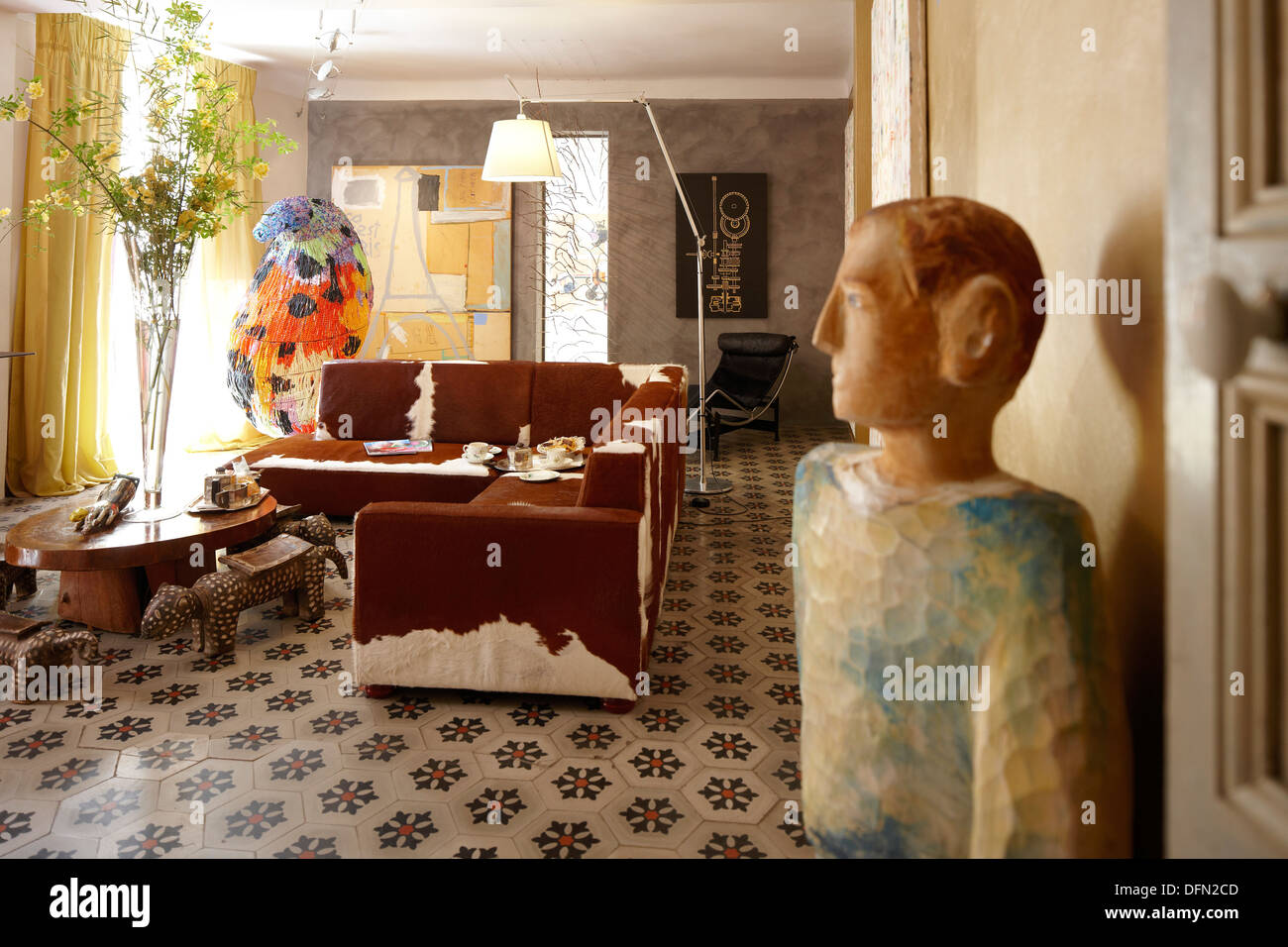 Living room with art works, B and B Chambre Avec Vue, Luberon, France - Stock Image