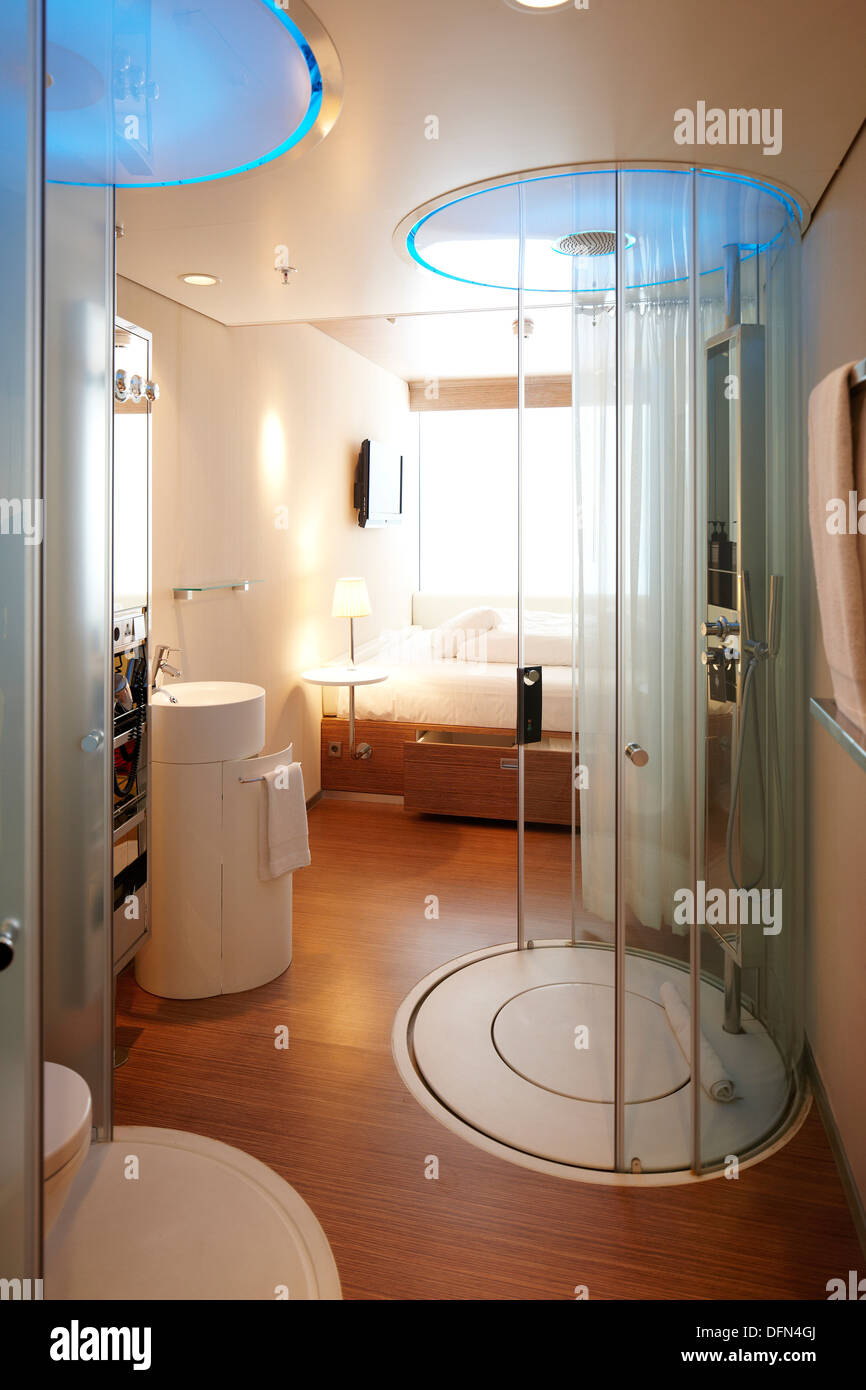 Room With Rain Shower, Citizen M Hotel, Amsterdam, Netherlands