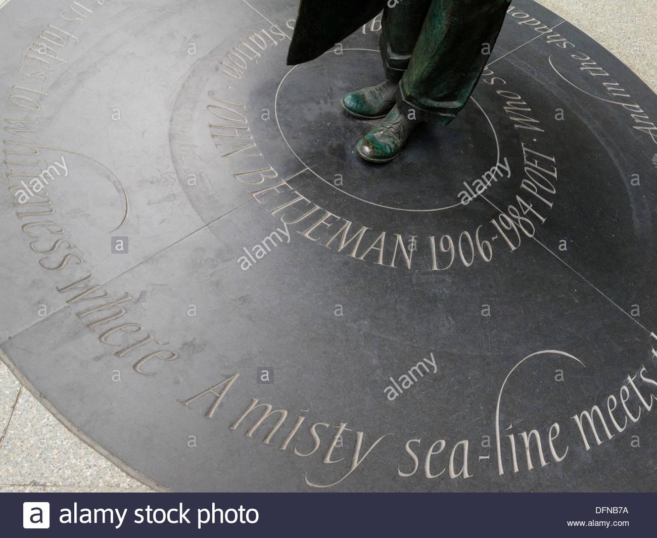 Sir John Betjeman Statue St Pancras International Railway Station London England - Stock Image