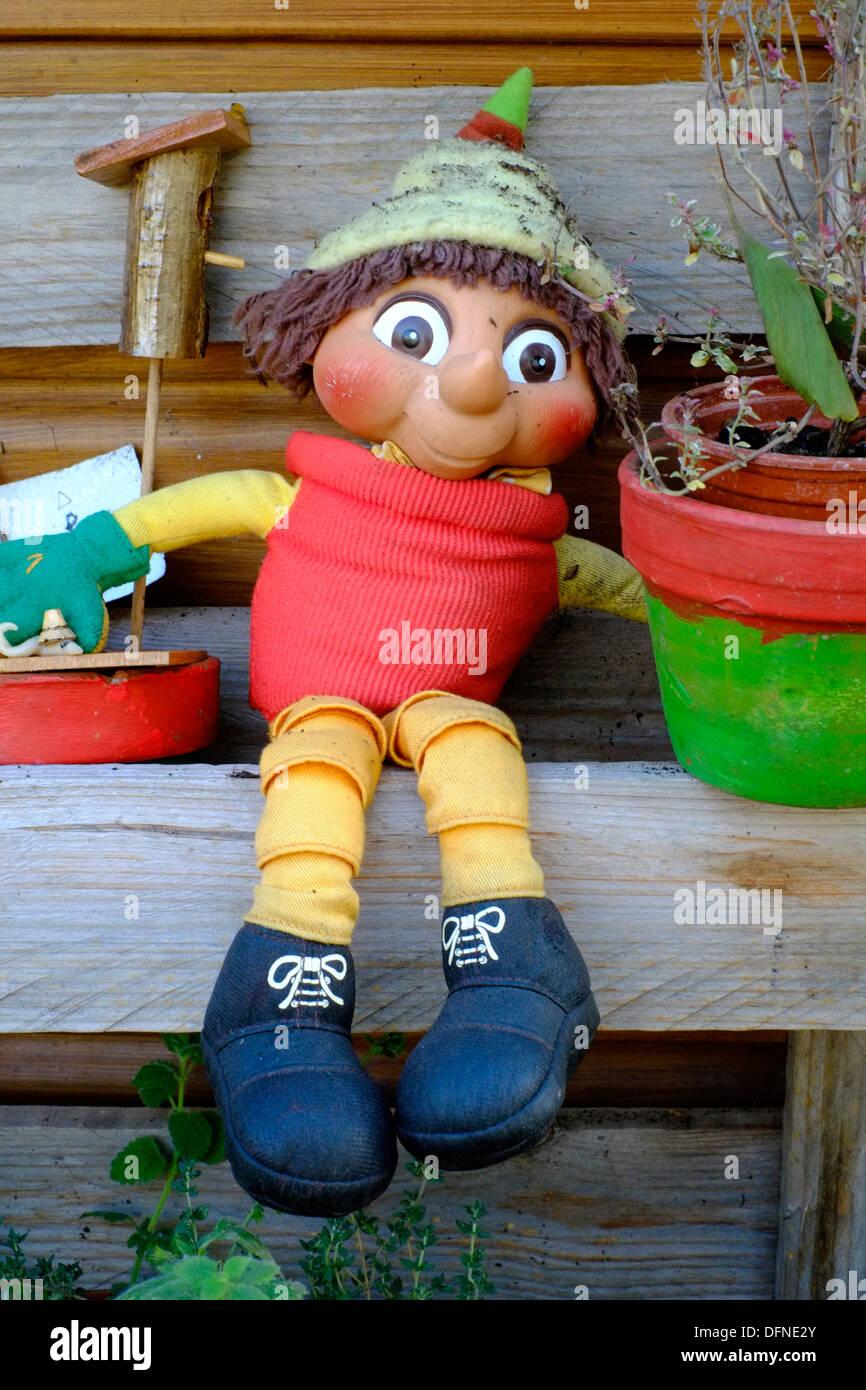 ornamental flowerpot man in garden - Stock Image & Flowerpot Man Garden Ornament Stock Photos \u0026 Flowerpot Man Garden ...
