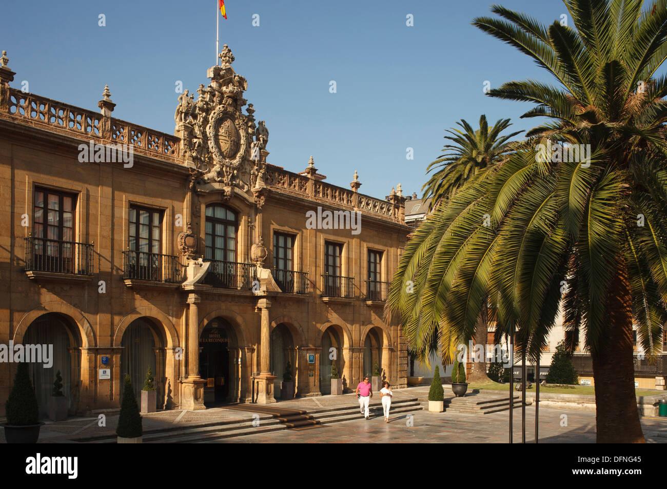 Hotel de la Reconquista, historic hostel from 18th century, calle Gil de Jaz 16, Oviedo, Camino Primitivo, Camino de Santiago, W - Stock Image