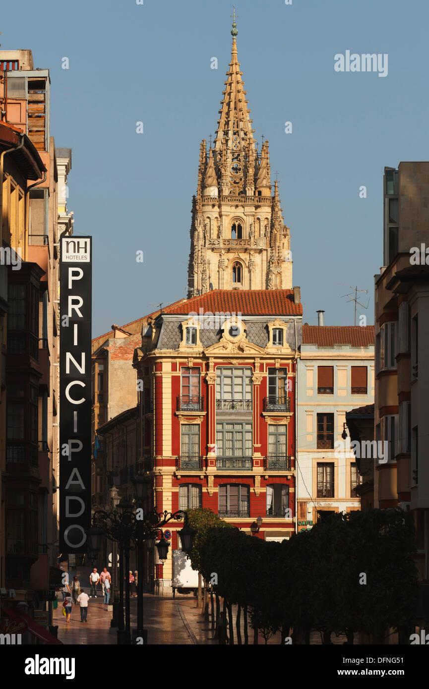 Calle de San Francisco, pedestrian zone, bell tower of the cathedral, Catedral de San Salvador, gothic, Oviedo, Camino Primitivo - Stock Image