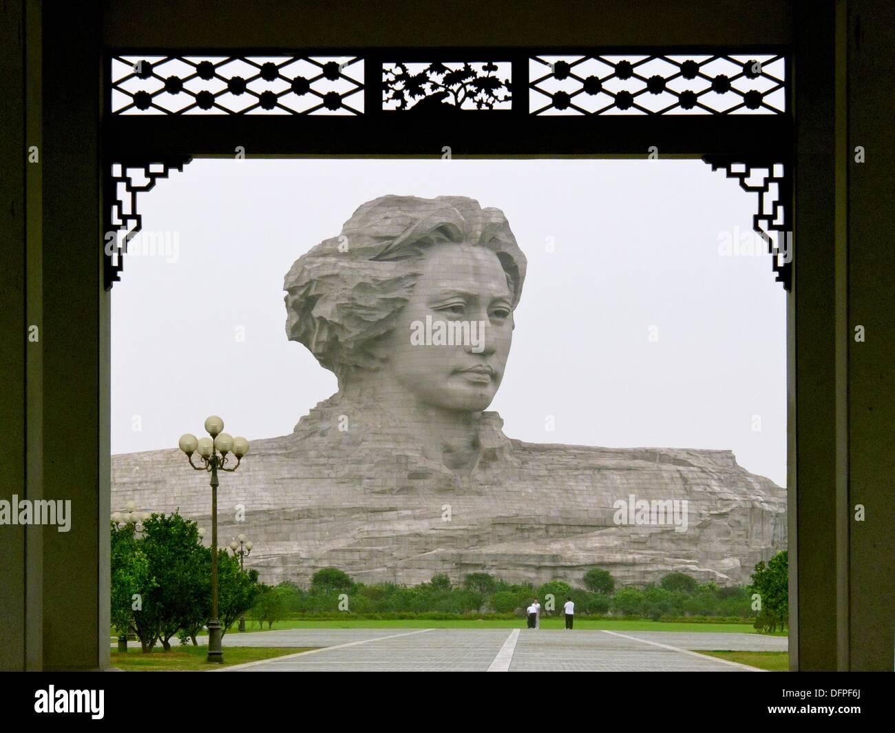 Chairman Mao's youthful sculpture can be seen at Orange Island, Changsha, Hunan, China. - Stock Image
