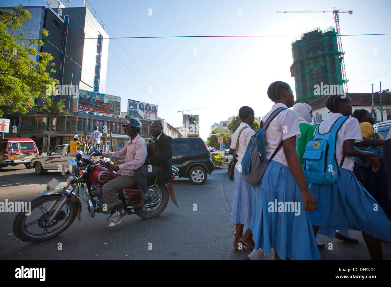 Downtown Dar es Salaam with Askari monument in middle, Tanzania. - Stock Image