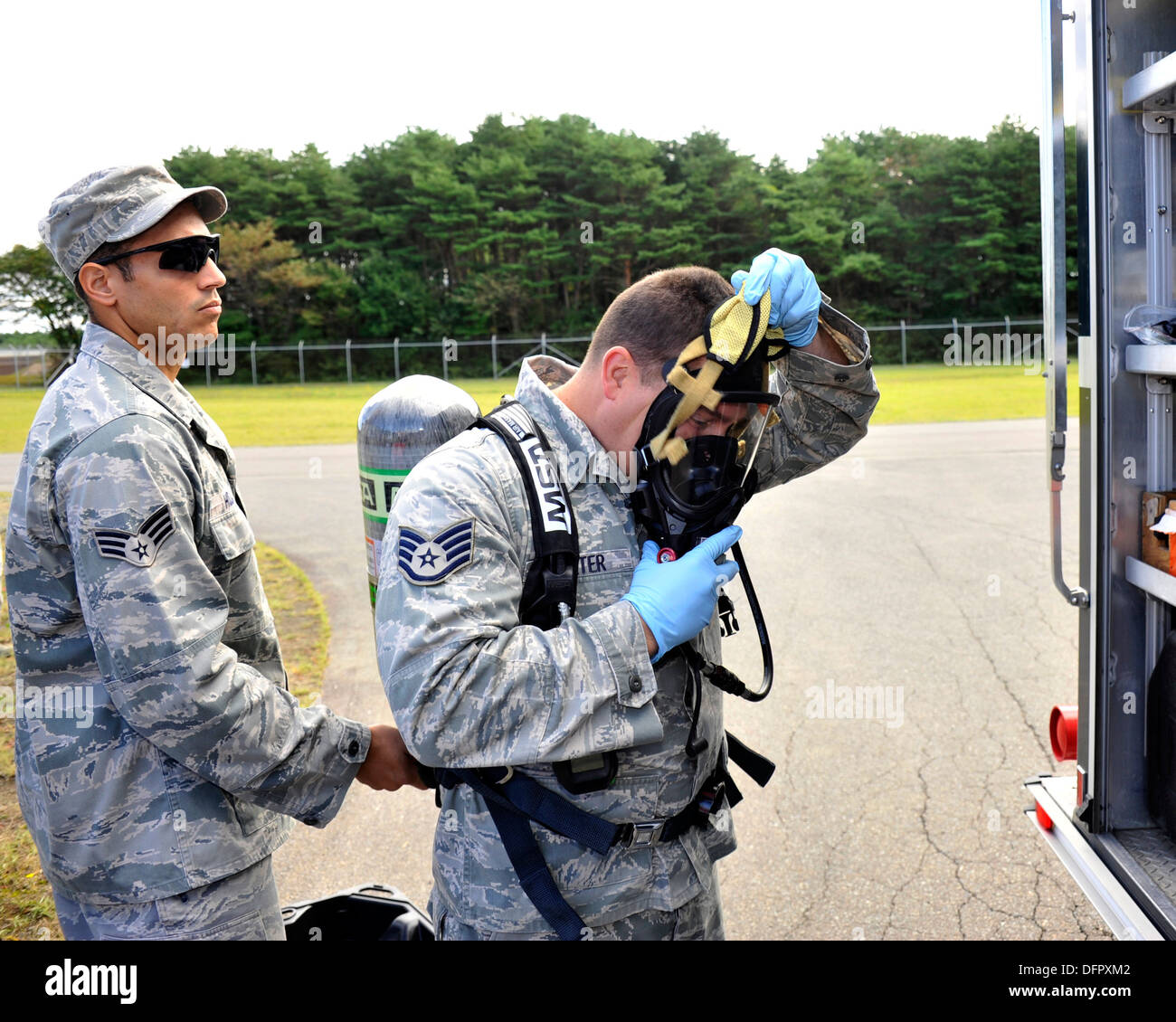 MISAWA AIR BASE, Japan (Sept. 26, 2013) Senior Airman William Holliday, left, originally from Quincy, Ill., assists Staff Sgt. J - Stock Image