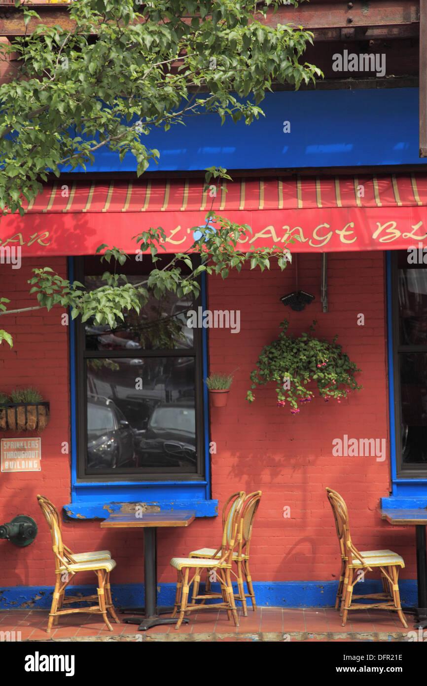 A Sidewalk Cafe Of A Italian Restaurant In Midtown Manhattan