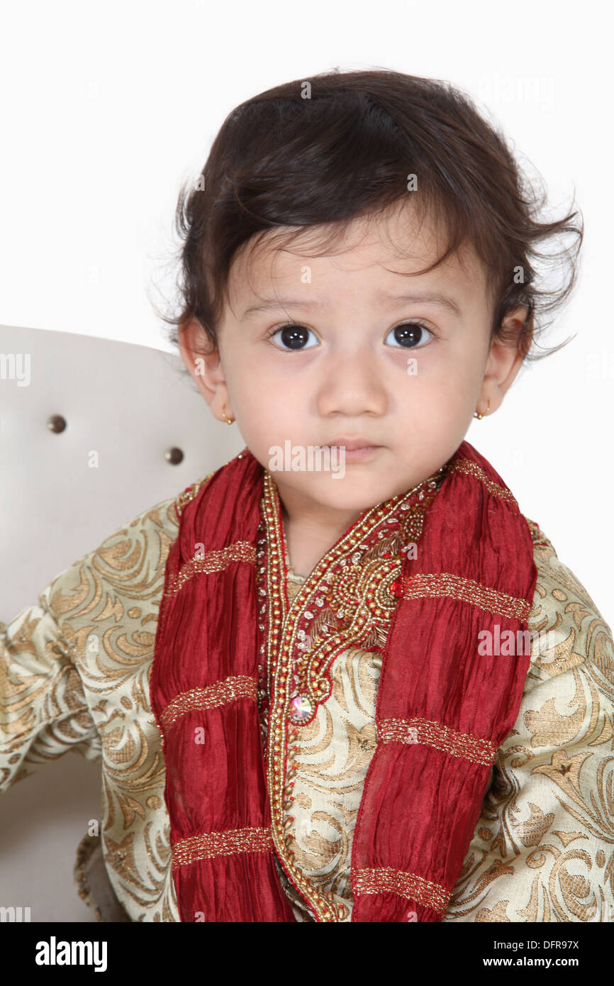 1c5e5b29e 4 year old indian boy in traditional attire Stock Photo: 61363118 ...